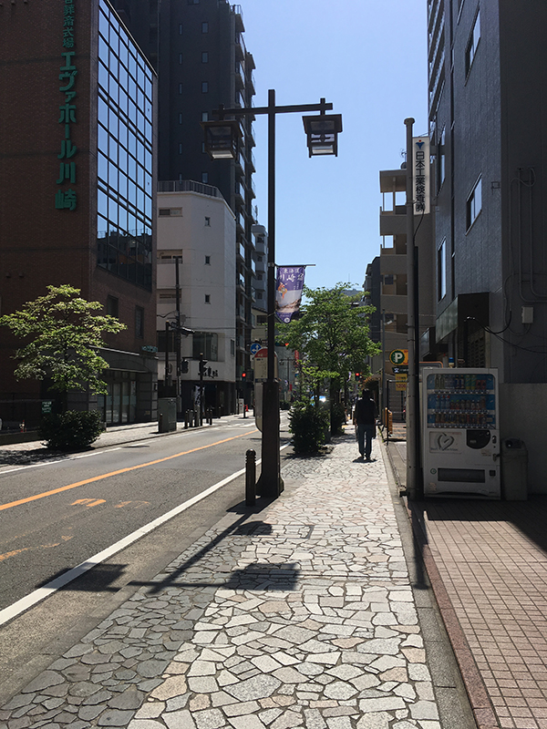 image of a street in Kawasaki with a vending machine